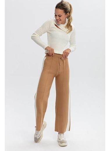 Tiffany&Tomato Yanları Şeritli Bol Paça Triko Pantolon-Siyah Camel